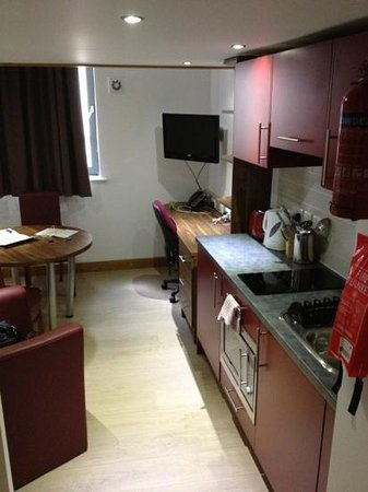 Richmond Place Apartments: kitchen of room 122