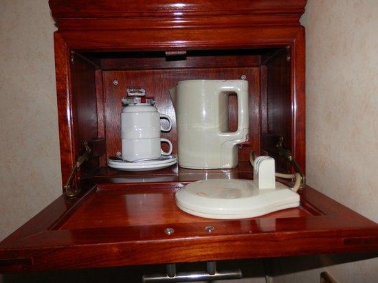 Grange Clarendon Hotel: Set de teo cafe dentro de la habitacion