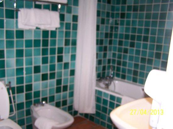 Hôtel Restaurant Le Mas des Ecureuils : Salle de bain chambre 12