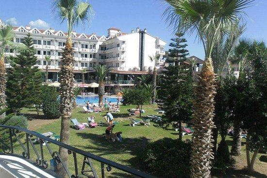 Club Hotel Pineta: smaller pool veiw from balcony