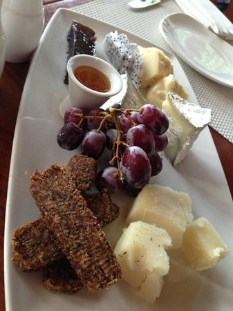 Harbourside Bar & Grill: The best artisan cheese plate I've ever had
