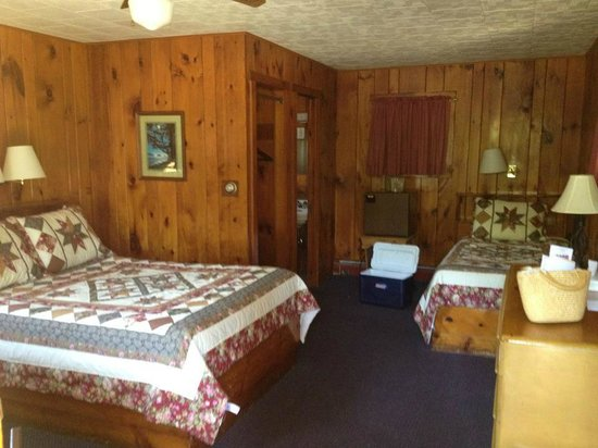 Stony Creek Ranch Resort: inside of the cabin