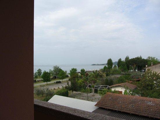 Ali Sul Lago Hotel Residence: la visuale dal balcone