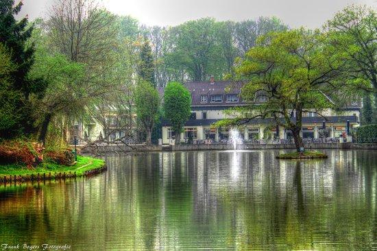 Bilderberg Hotel De Bovenste Molen: Van brug in vijver