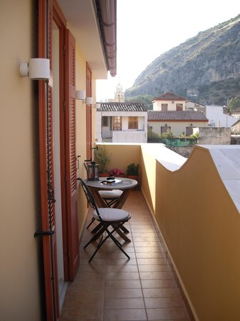 Aetoma Hotel: The veranda which leads to the terrace