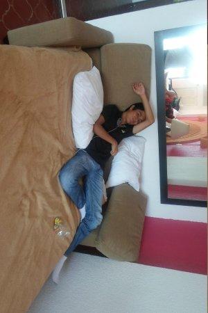 Costa Sur Resort & Spa: El super sofa cama que tienes que armar si li necesitas.