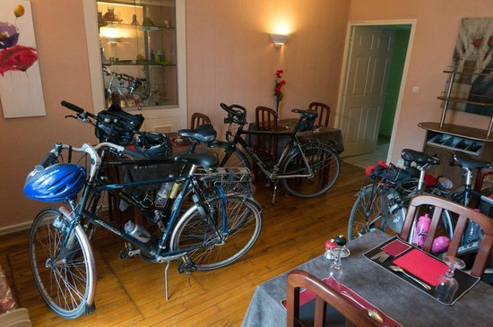 Le Galoubet : Our bikes were kindly put in a part of the restaurant