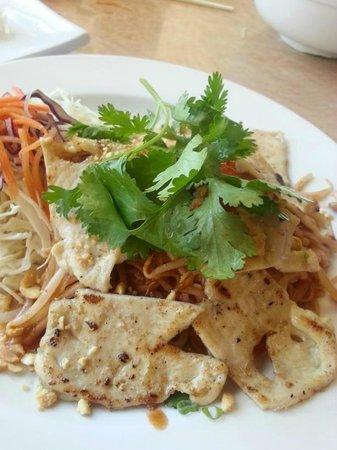 Pho Viet : Grilled Chicken Pad Thai