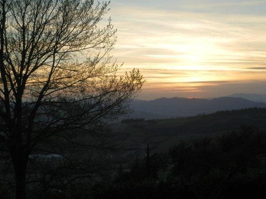 Agriturismo Ampugnano: panorama al tramonto