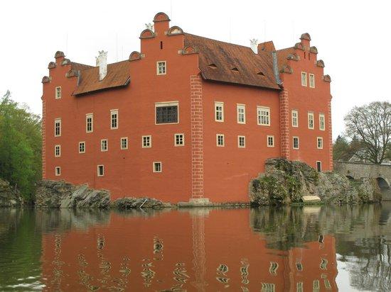 Zamek Cervena Lhota: Cervena Lhota