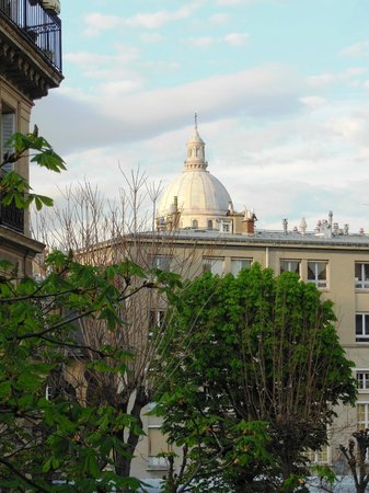 Relais Saint-Jacques: View of Pantheon from my room 2
