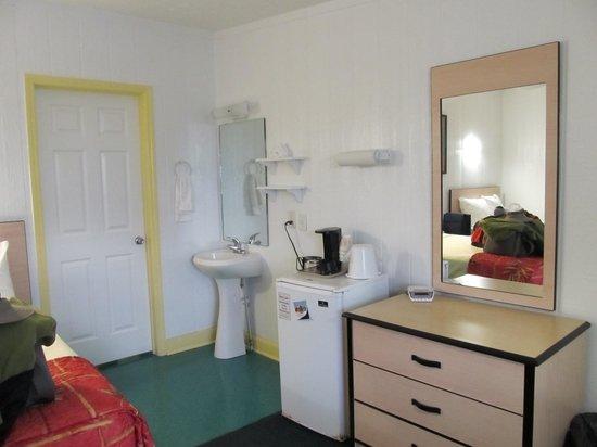 Ocean Crest Motel : Sink area