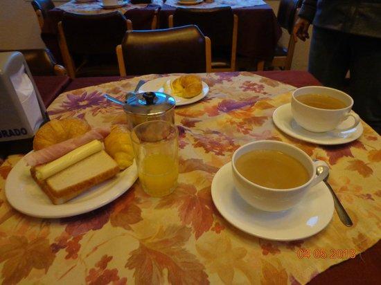 Hotel Eldorado: Desayuno variado.