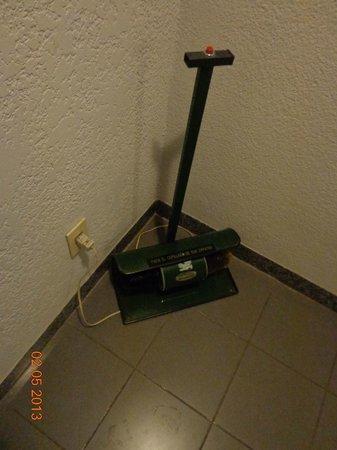 Hotel Eldorado: La frutilla de la torta, un lustrador de zapatos eléctrico.