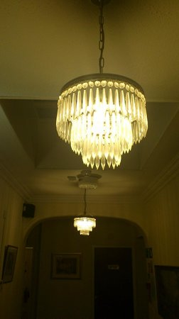 Shelford Lodge: Chanderlier
