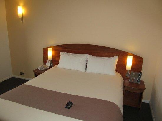 Ibis Hotel Northampton Centre: Northampton Ibis Hotel, room with bed