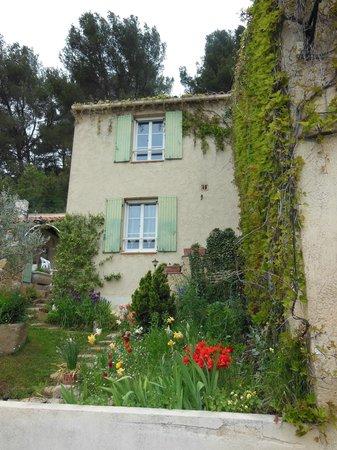 Mas Saint Michel: Rognes Home