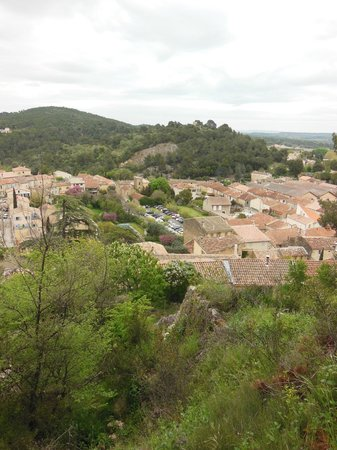 Mas Saint Michel: View of Rognes from base of castle ruins