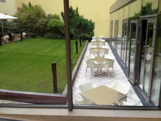 Design Hotel Josef Prague: Dining Room garden terrace