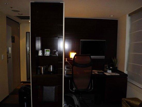 Hotel Metropolitan Tokyo Marunouchi: Marunouchi Room Desk