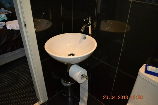 Royal Hotel: Sink And No Place To Put Anything