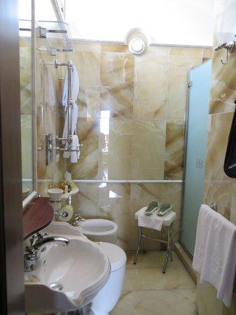 Hotel Bucintoro: Beautiful bathroom
