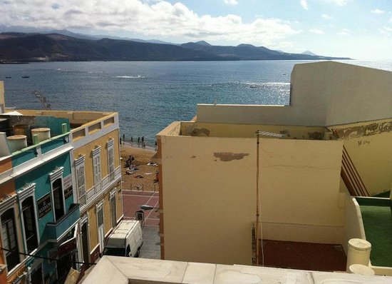Big Fish Hostel : view from the rooftop - its 20 meters from the Playa de Las Canteras
