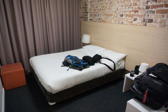Base Backpackers: comfortable room