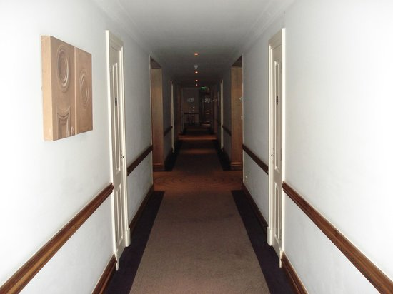 Lyrath Estate Hotel & Spa: LONG hallway to rooms