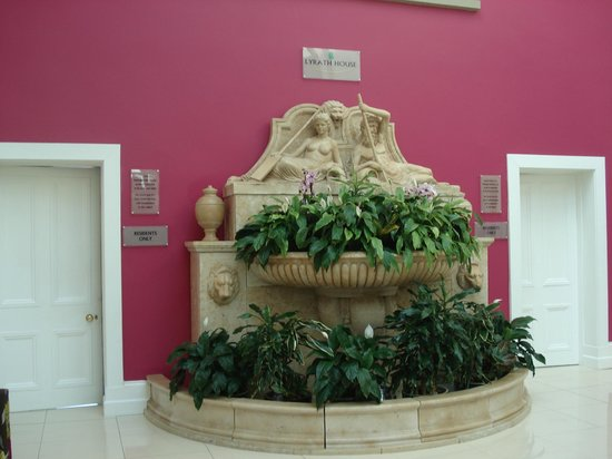 Lyrath Estate Hotel, Spa & Convention Centre: Waterfall