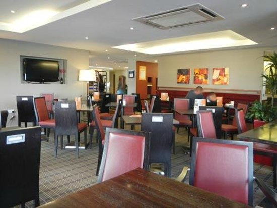 Holiday Inn Express Manchester - Salford Quays: restaurant