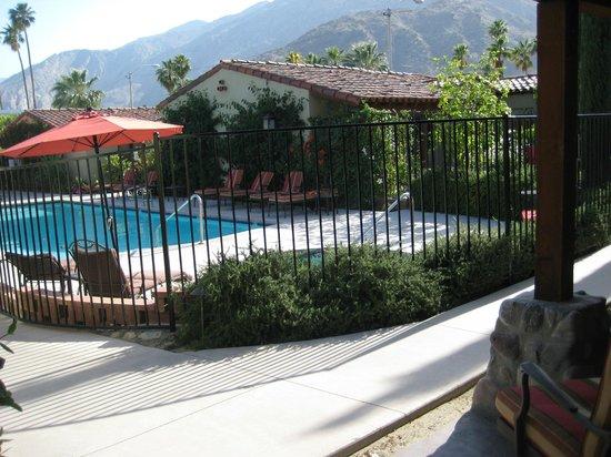 Los Arboles Hotel: Pool area
