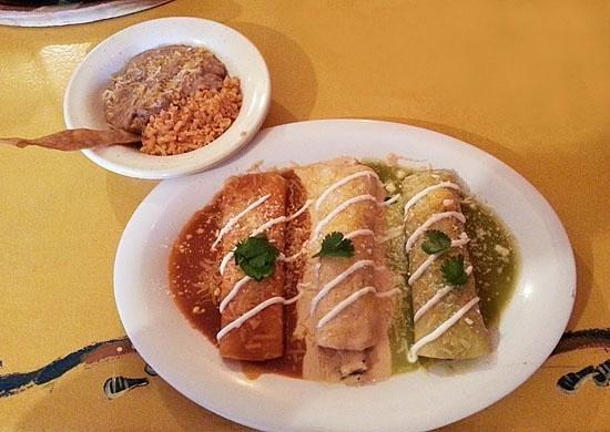 Mi Casa Restaurant: Enchiladas Bandera