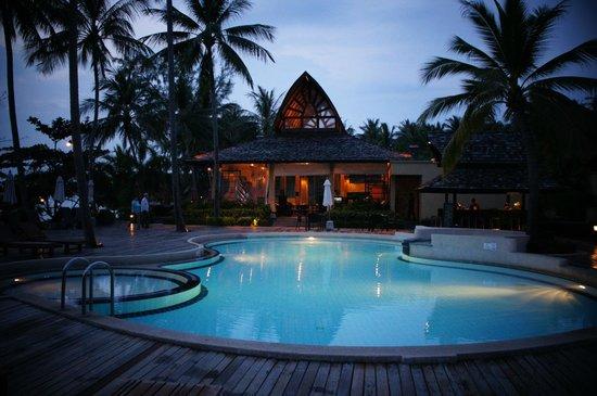 The Passage Samui Villas & Resort: piscina e bar
