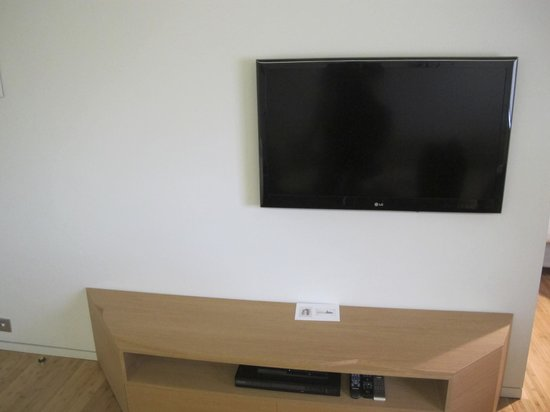 New Hotel: LCD TV