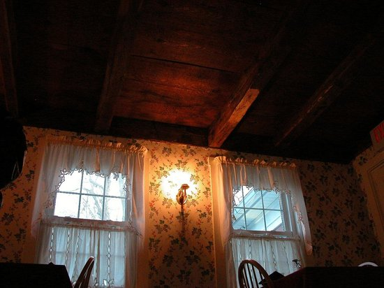 Greene, ME: We were seated in the original room with beatiful open beam ceiling construction
