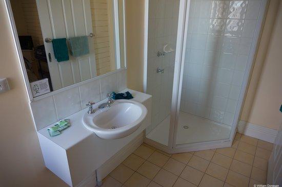 The Imperial Hotel: good bathroom