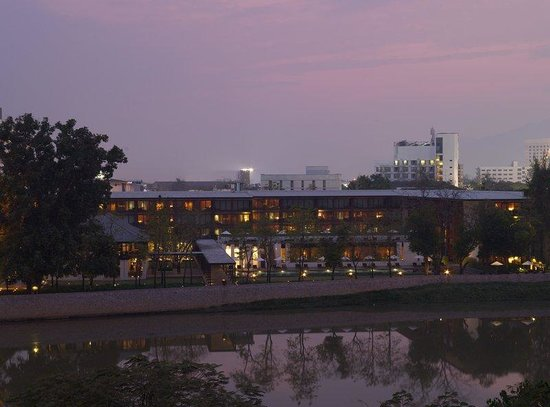 Anantara Chiang Mai Resort: Evening Exterior