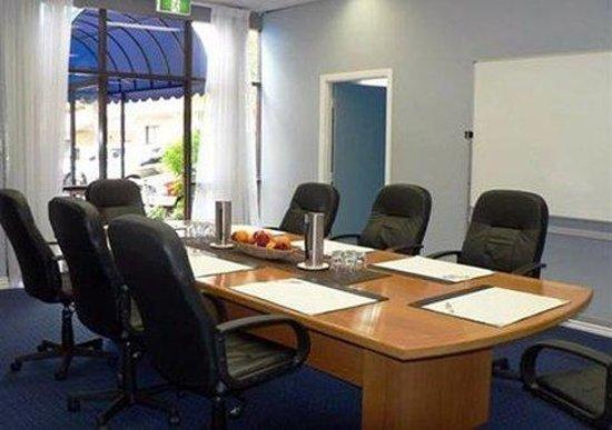 โรงแรมคอมฟอร์ทอินน์ & สวีทส์ โรเบิร์ทสัน การ์เด้นส์: meeting room