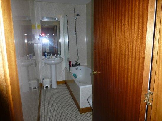 The Alexandra Hotel: our bathroom