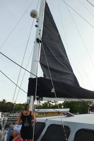Kekoa Sailing Expeditions: Black sails are rising!