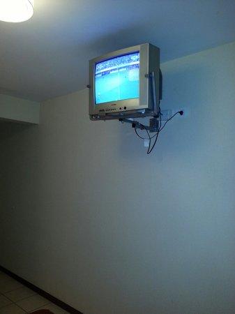 Bohemia Buenos Aires Hotel: Aca se ve la direccion de la television que esta mirando a la pared a una altura dificil de disf