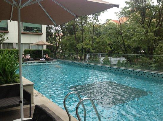 Piscina picture of park regis singapore singapore tripadvisor - Singapore hotel piscina ...