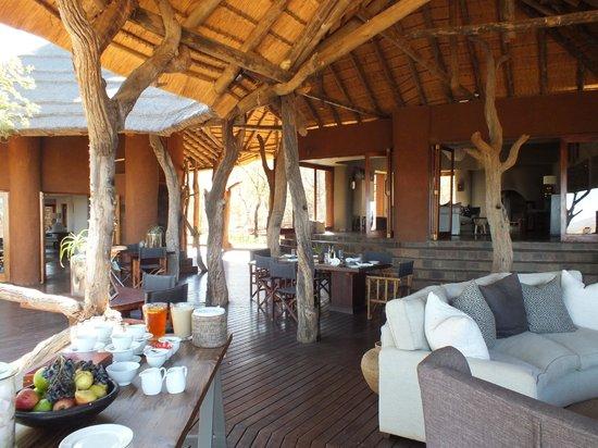 Madikwe Safari Lodge: main lodge open air dining area