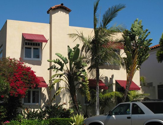 The Bed & Breakfast Inn at La Jolla: The front of the hotel - my room was upstairs on the left