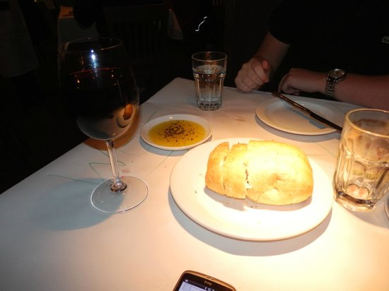 Romano's Macaroni Grill: Wine and Bread