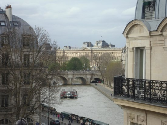 Hotel Albe Saint Michel: View of the Seine from corner room