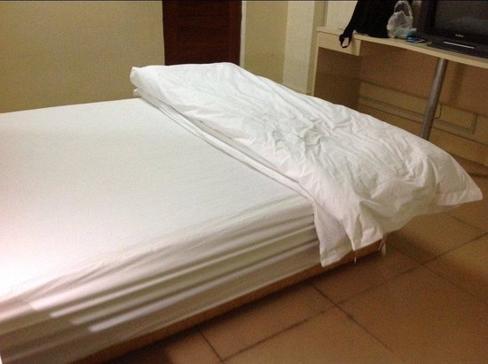 Junle Business Hotel Shantou Tianlong Building : Simple and quiet room at price of 90 RMB per night
