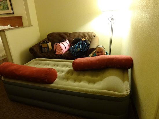 BEST WESTERN PLUS Lincoln Inn & Suites: The air mattress my niece slept on...