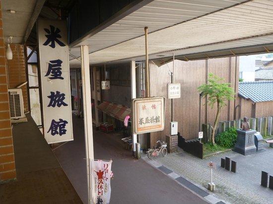 Yoneya Inn: 二階からみたアーケード
